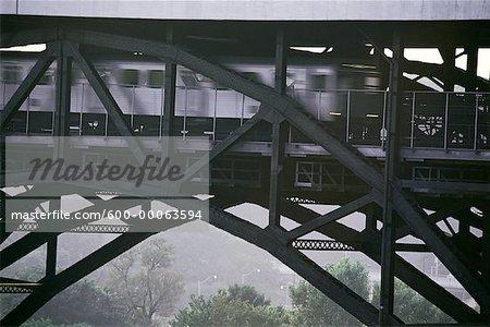 Rame de métro sur le pont, Toronto, Ontario, Canada