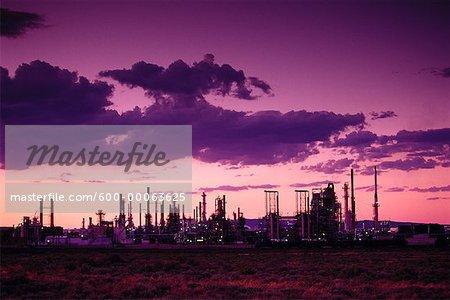 Raffinerie au coucher du soleil