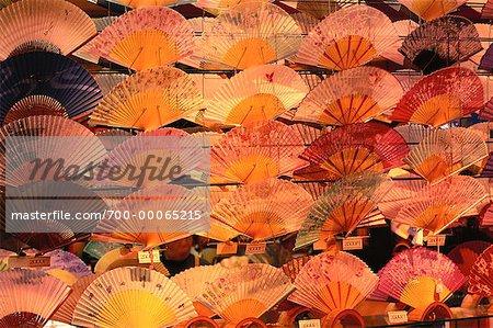 Fans auf Display Kyoto, Japan