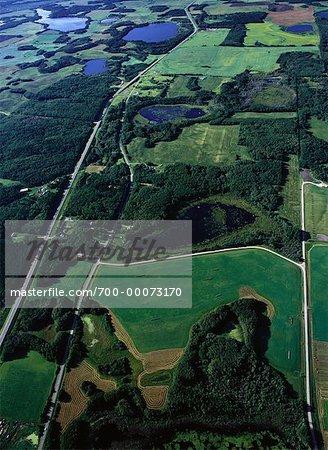 Vue aérienne des terres agricoles et le paysage, Onanole, Manitoba, Canada