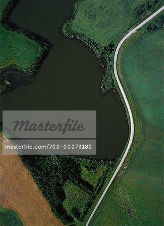 Vue aérienne des cultures de plein champ et Road, Sandy Lake, Manitoba Canada