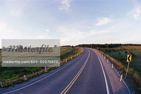 Road, paysage et ciel, Ontario, Canada