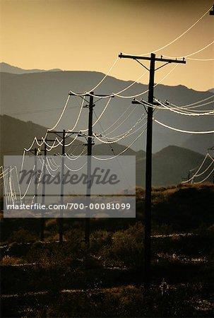 Poteaux téléphoniques et désert New Mexico, USA
