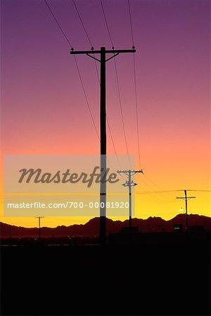 Tours de transmission au coucher du soleil