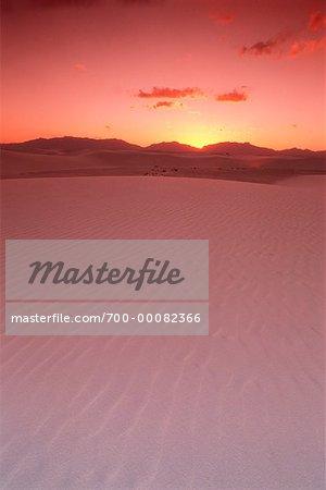 Les Dunes de sable et San Andres montagnes au coucher du soleil White Sands National Monument New Mexico, USA
