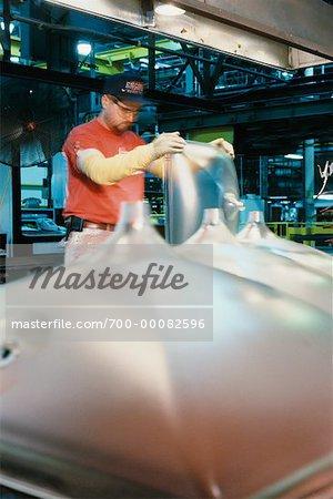 Arbeitnehmer, die Herstellung von Kathodenstrahlröhren In Fabrik