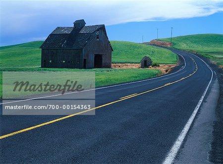 Grange en bordure de route