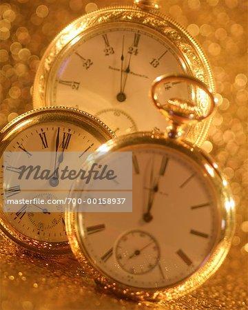 Gros plan de montres anciennes