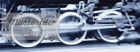Gros plan des roues de la Locomotive en mouvement