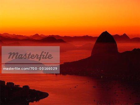 Zuckerhut und Botafogo-Bucht bei Dawn Rio De Janeiro, Brasilien