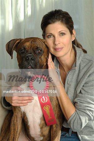 Porträt der Frau und Hund