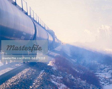 Wagons porte-rails et fumée, Exshaw, Alberta, Canada