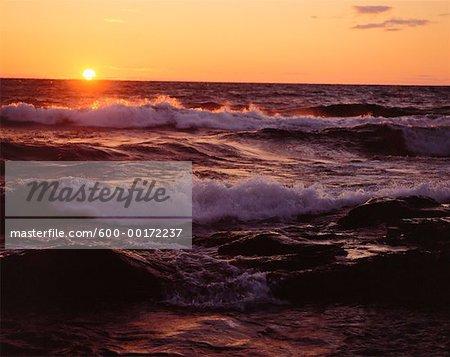 Coucher de soleil sur le lac supérieur (Ontario), Canada