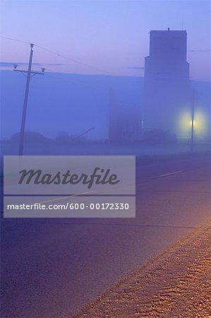 Foggy Dawn près de Grandview, Manitoba, Canada