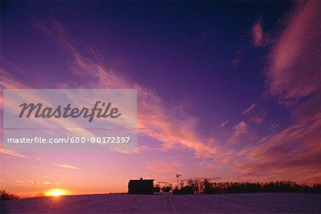 Ferme au coucher du soleil (Alberta), Canada