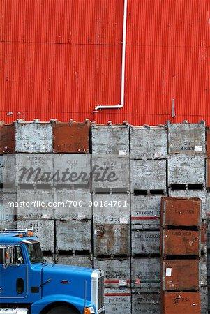 Camion de Transport et des caisses empilées