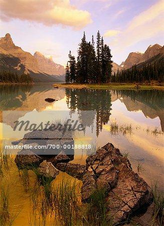Maligne Lake at Sunrise Queen Elizabeth Range, Spirit Island, Jasper National Park Alberta, Canada