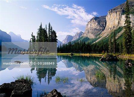 Queen Elizabeth Range Spirit Island, Maligne Lake Jasper National Park Alberta, Canada