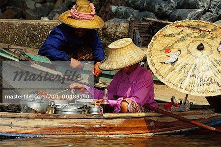 Vendeurs sur la rive du Canal, Bangkok, Thaïlande