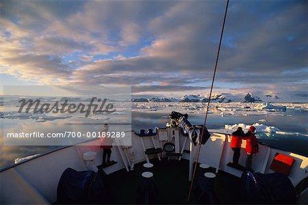 Bateau en ouvert de la banquise Antarctique