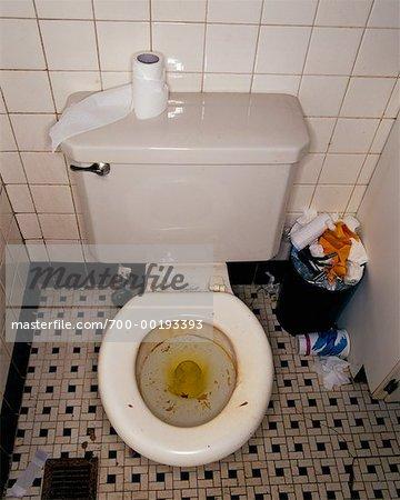 Schmutziges Badezimmer - Stockbilder - Masterfile ...