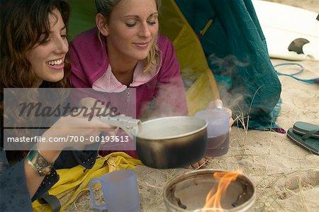 Deux femmes Camping