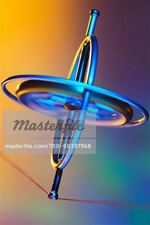 Gyroscope en équilibre sur une chaîne