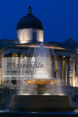 National Gallery of Art et fontaine à Trafalgar Square à Londres, Angleterre