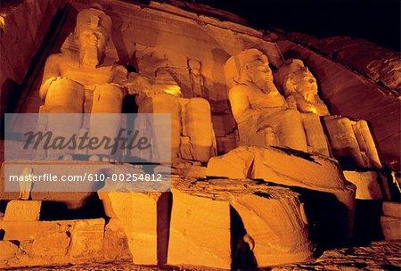 Egypte, temple d'Abou Simbel dans la nuit