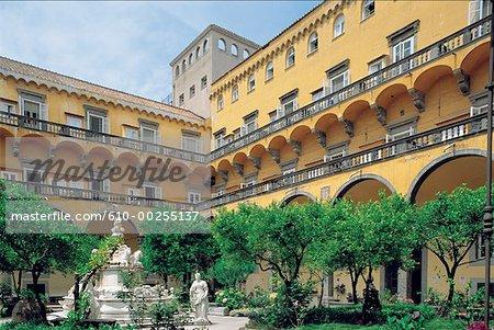 Italie, Naples, cloître de San Gregorio et jardins