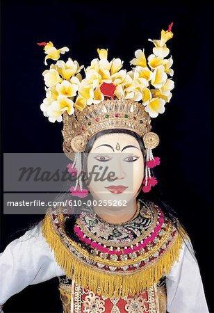 Indonésie, Bali, ballet de Ramayana, masqués danseuse