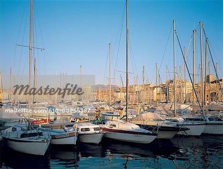 France, bateaux de plaisance de Provence, Marseille, dans le vieux port