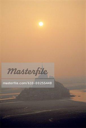 France, Normandie, Mont Saint Michel au coucher du soleil