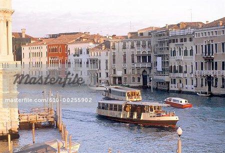 Italie, Venise, Vaporetto sur le Grand Canal