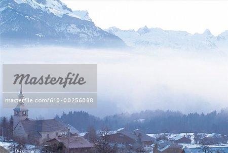 France, village des Alpes, Combloux, par le Mont Blanc