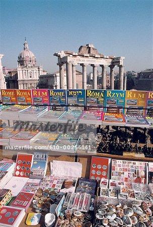 Italie, Rome, Forum guides de souvenirs et de décrochage