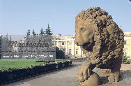 Russie, Saint Petersbourg, Palais de Peterhof, statue de lion