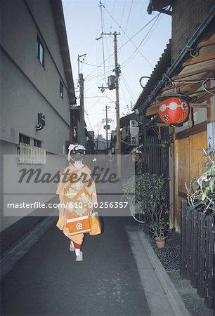 Japan, Kyoto, geisha in Gion street