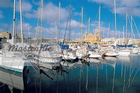 Malte, Msida harbour et l'église St Joseph en arrière-plan