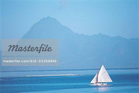 Polynésie, l'île de Moorea, bateau à voile