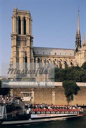 France, Paris, bateau en face de Notre Dame