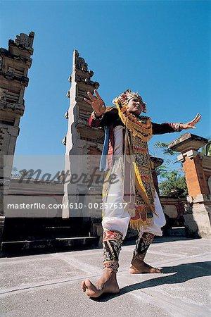 Danseuse de Bali, en Indonésie, Baris