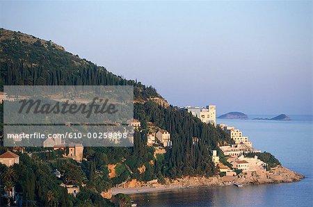 Croatie, vue sur la côte dalmate à la frontière du Monténégro