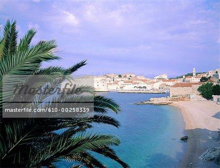 Croatie, Dubrovnik, port et plage
