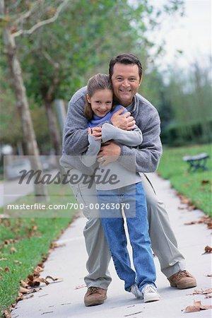 Père et fille en plein air