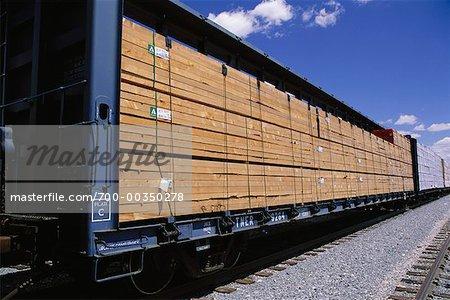 Cargaison de bois sur un Train