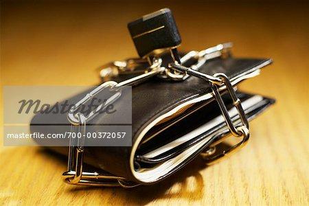 Porte-monnaie avec chaînes et cadenas