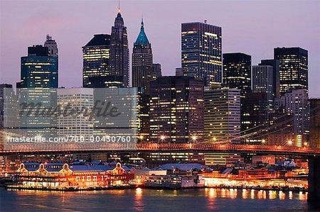 Downtown Manhattan et le pont de Brooklyn, New York City, New York, États-Unis