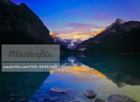 Lever du soleil, le Mont Victoria, lac Louise, Parc National Banff, Alberta, Canada