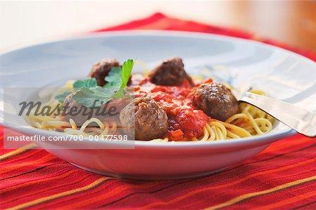 Spaghetti und Fleischbällchen